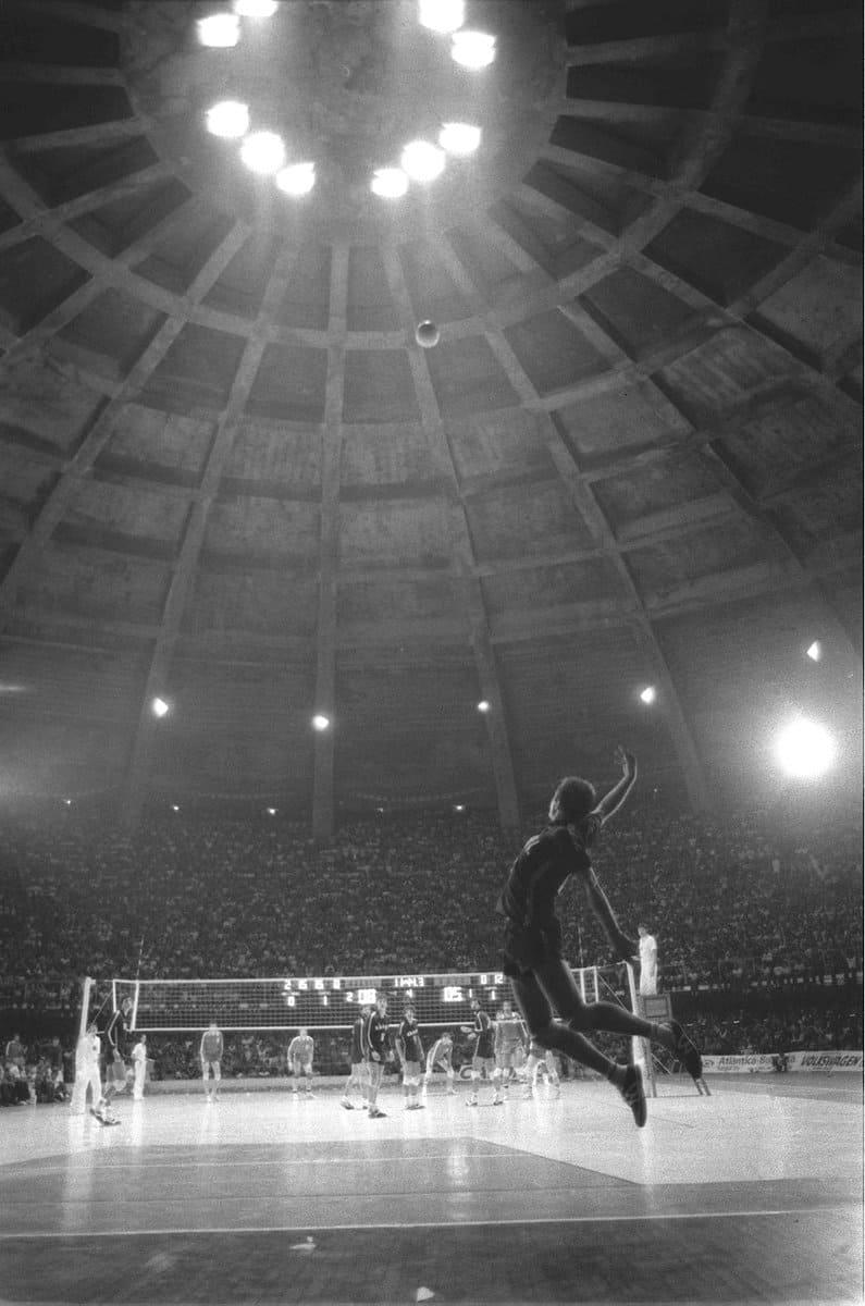 Saque jornada nas estrelas no voleibol feito por Bernard