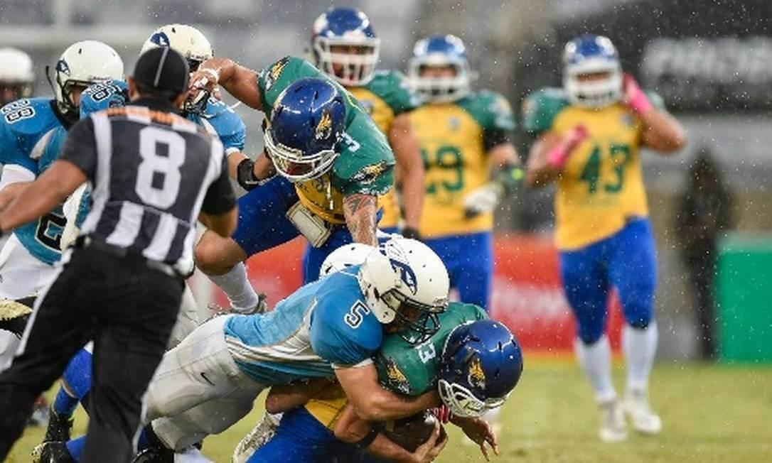 Brasil e Argentina jogo de futebol americano no Mineirão