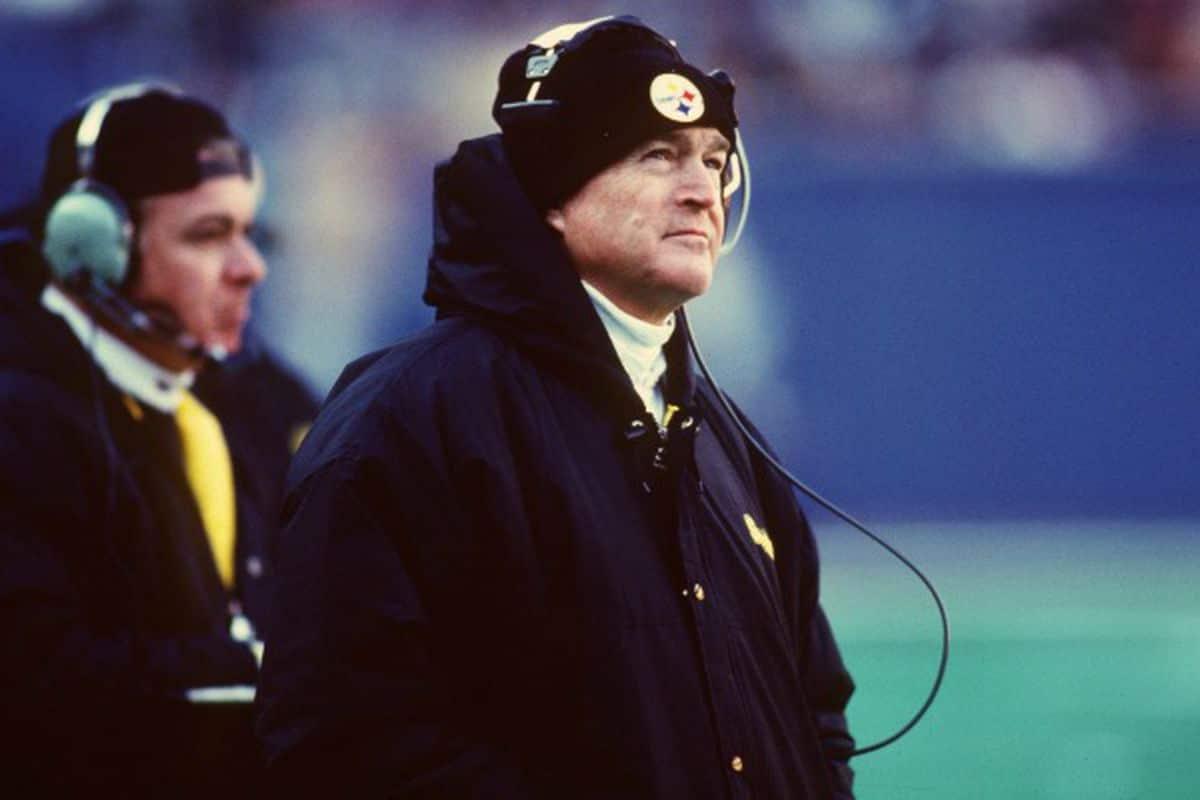 Chuck Noll treinador de futebol americano