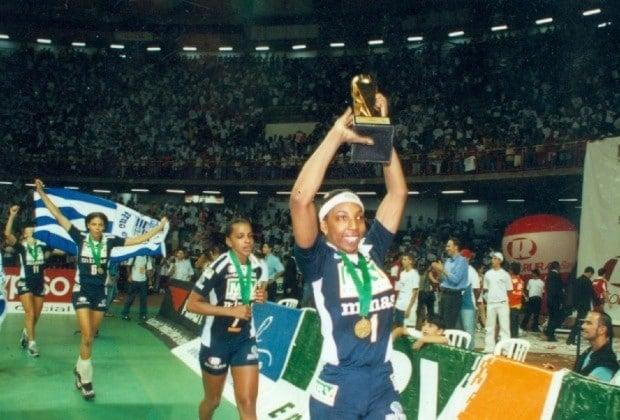 MRV/Minas campeão da Superliga Feminina de Vôlei em 2002