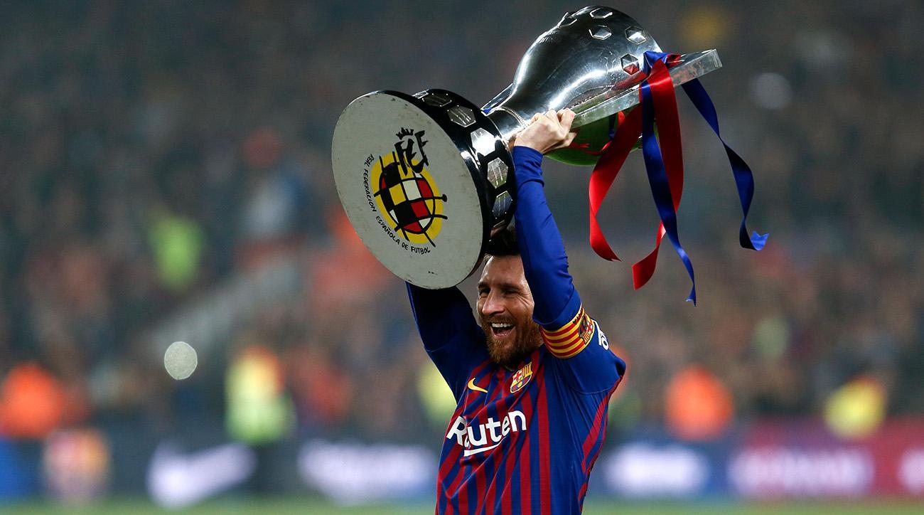 Lionel Messi comemora o décimo título espanhol da carreira