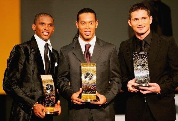 Ronaldinho melhor jogador do mundo de 2005