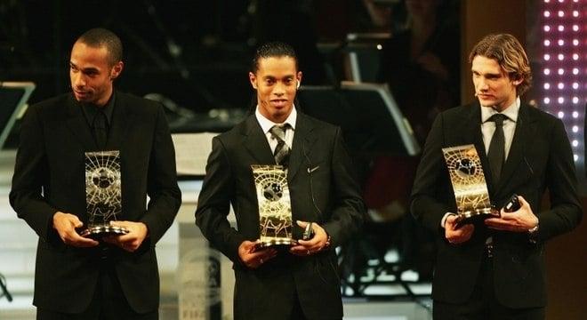 Ronaldinho melhor jogador do mundo de 2004
