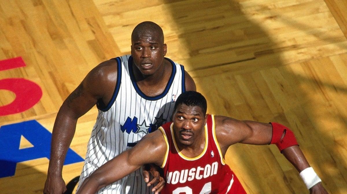 Shaquille O'Neal e Hakeem Olajuwon nas finais da NBA de 1995