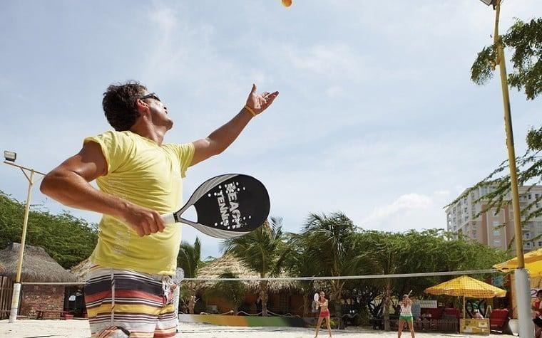 Beach Tennis saque