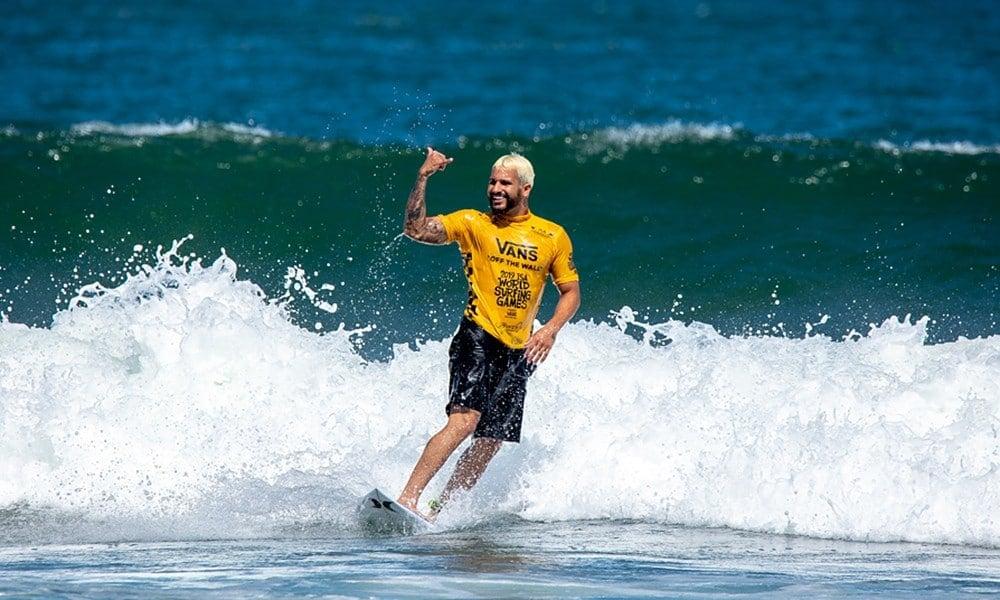 Ítalo Ferreira surf
