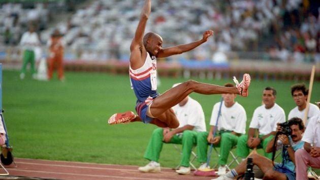 Mike Powell recordista do salto em distância