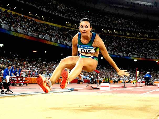 Maurren Maggi campeã olímpica no salto em distância