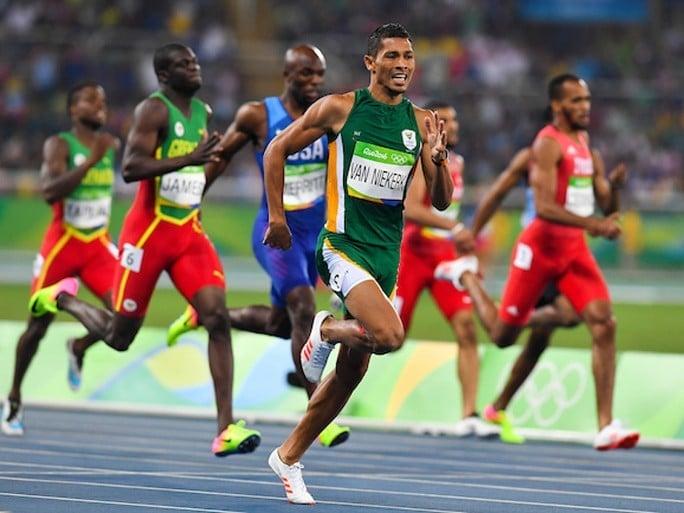 Wayde van Nierkek é recordista mundial dos 400 metros rasos