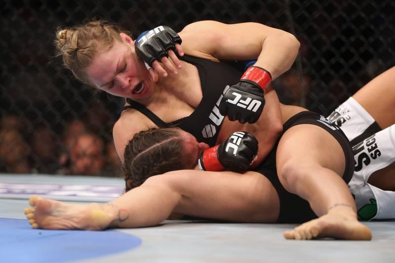 Ronda Rousey e Liz Carmouche no UFC