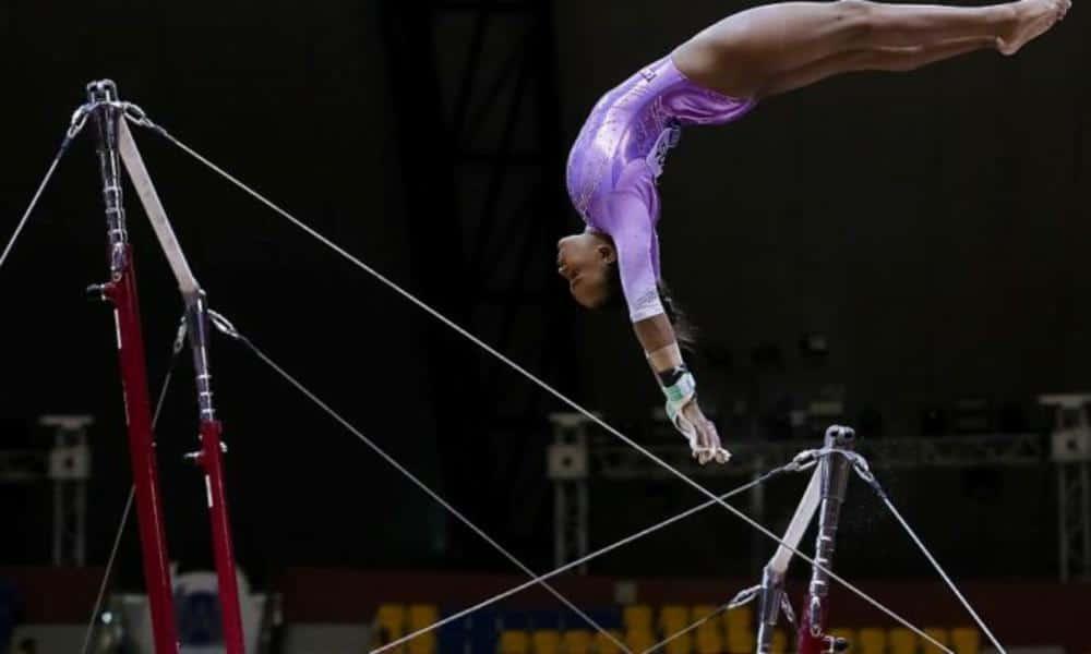 Barras assimétricas na ginástica