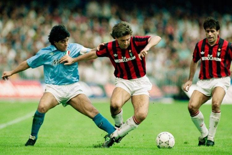 Ancelotti disputando bola com Maradona