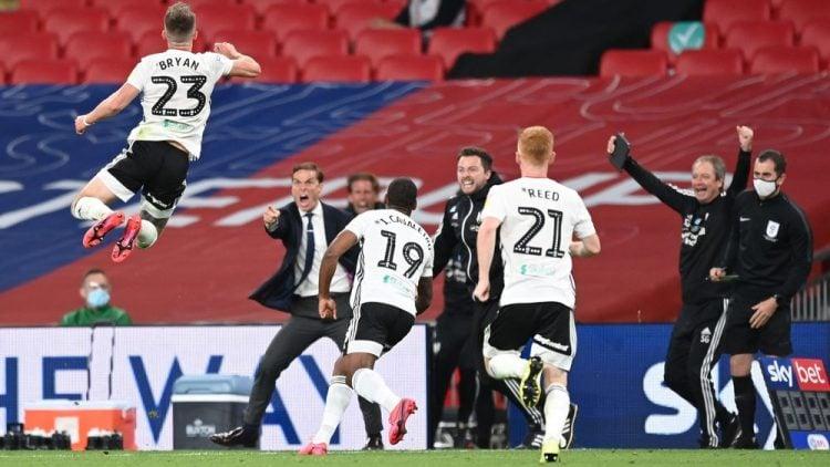 Jogadores do Fulham comemoram gol na final dos playoffs da Championship