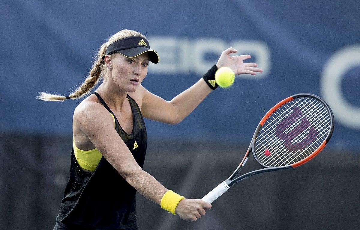 Kristina Mladenovic durante partida de tênis