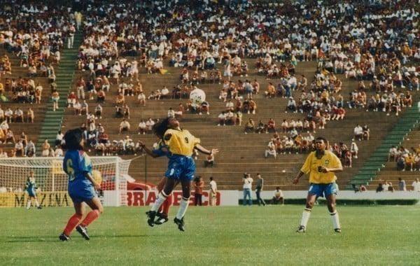 Momento da partida da Seleção Brasileira pelo Sul-Americano de futebol feminino