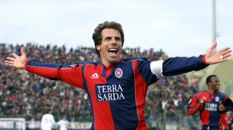 Zola comemorando gol pelo Cagliari