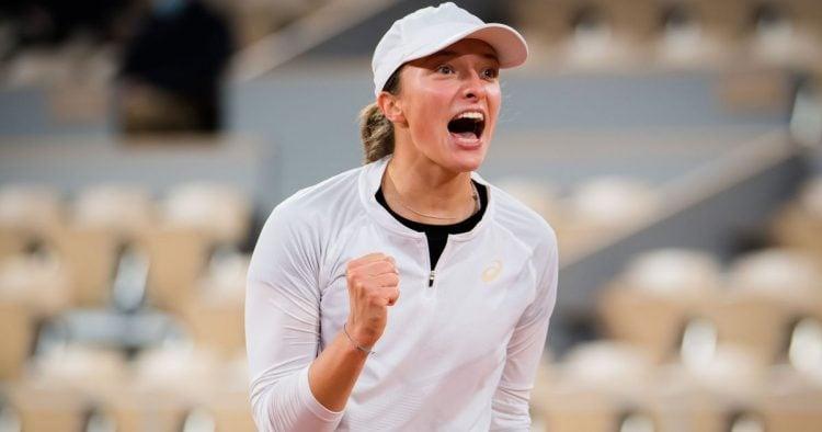 Iga Swiatek durante jogo de Roland Garros 2020