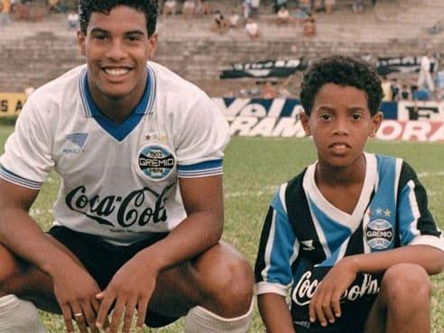 Ronaldinho Gaúcho e Assis, ex-jogadores de futebol