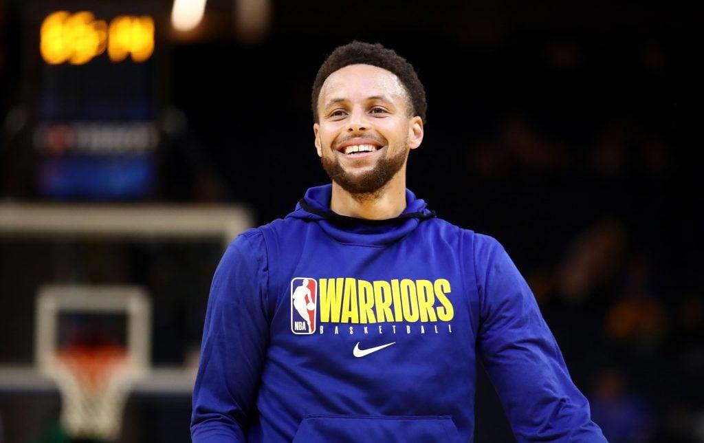 Stephen Curry sorrindo