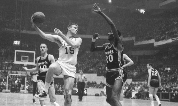 Tommy Heinsohn em atuação pelo Boston Celtics