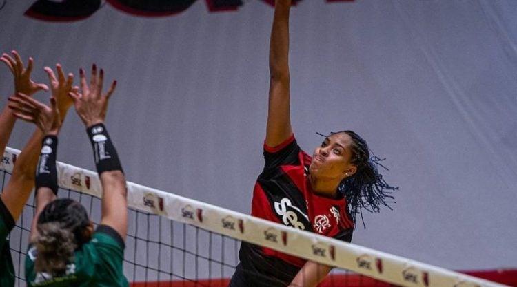 Ana Cristina durante ataque do Flamengo
