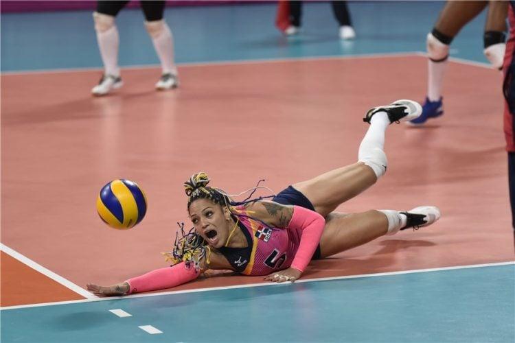 Brenda Castillo jogando pela Seleção Dominicana