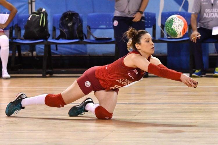 Camila Brait em atuação pelo Osasco