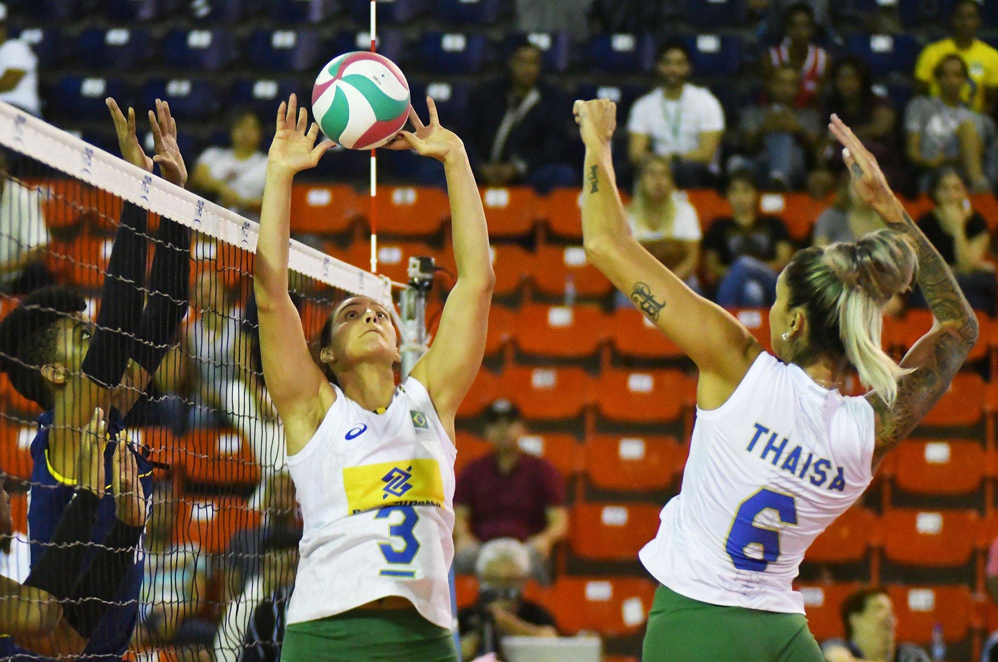 Imagem de Thaísa durante ataque da Seleção Brasileira