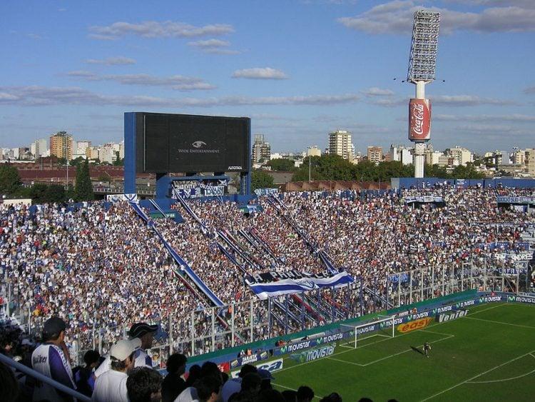 Imagem do estadio do Velez em dia de jogo