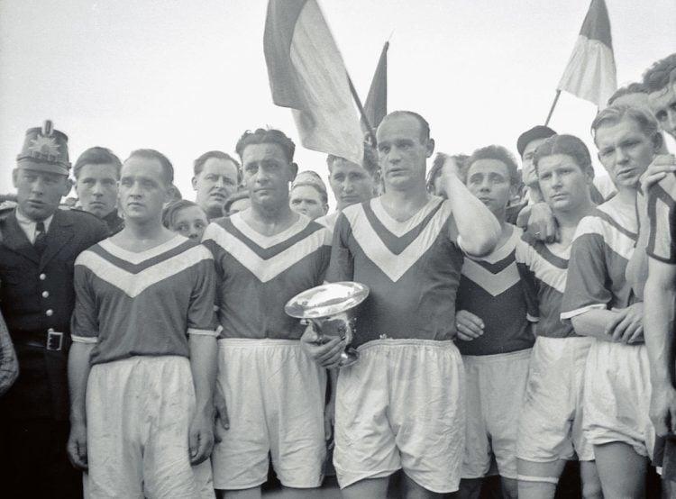 Foto dos primeiros campeões da Copa da Alemanha, do time do Rot-Weiss Essen