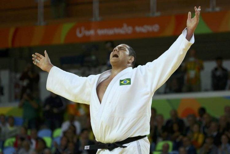 Rafael SIlva comemorando vitória
