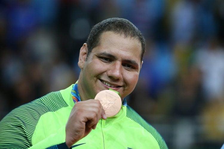 Rafael Silva no pódio da Olimpíada de 2016