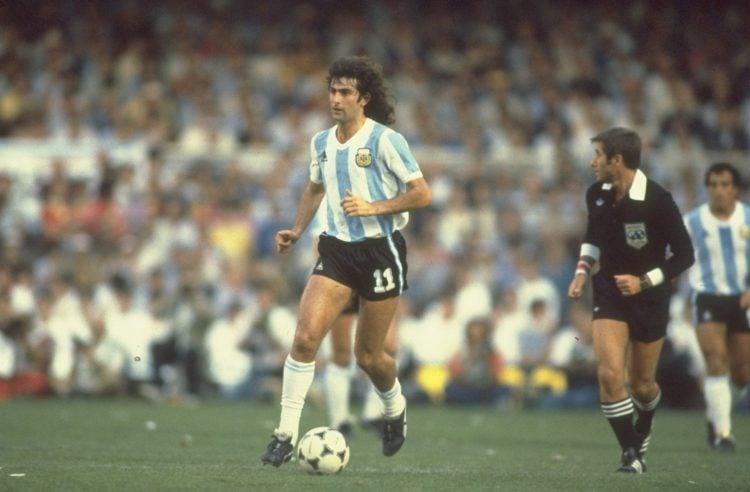 O atacante Mario Kempes é um dos maiores jogadores da Argentina