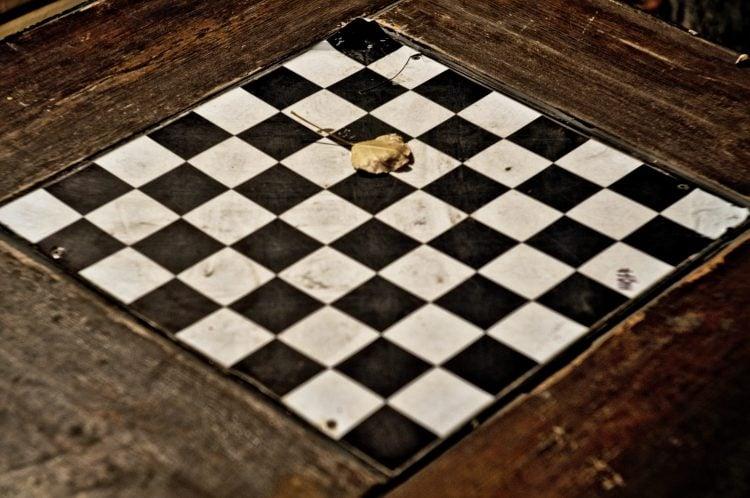 Imagem de um tabuleiro de xadrez vazio
