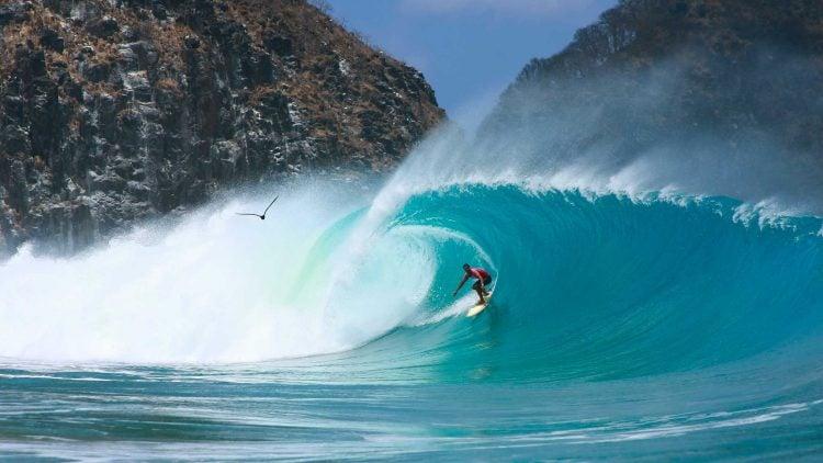 Cacimbinha do Padre, em Noronha, é um dos melhores picos de surf do mundo