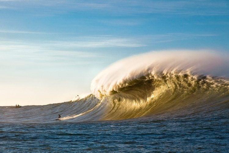 Mavericks, na Califórnia, é um dos melhores picos de surf do mundo