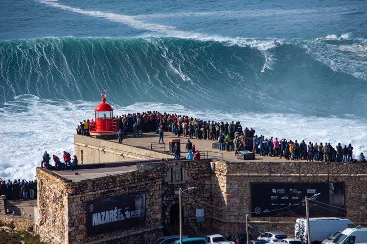 Para ondas gigantes, Nazaré é um dos melhroes picos de surf do mundo