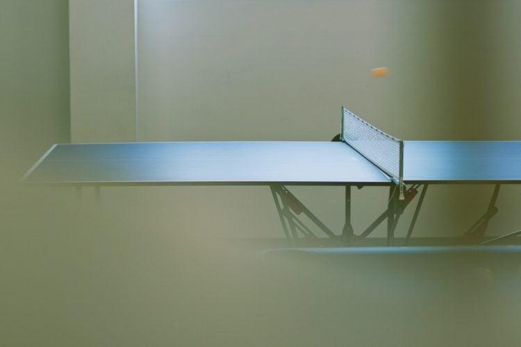 A mesa é o maior dos equipamentos do tênis de mesa
