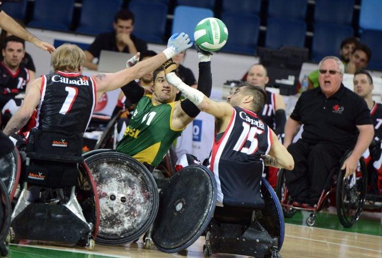 Muitos contatos são permitidos no rugby em cadeira de rodas