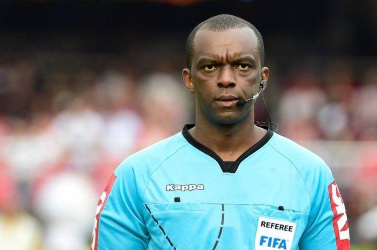 Quanta ganha um árbitro de futebol da FIFA?